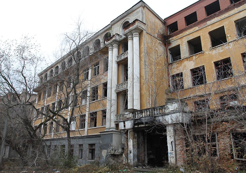 Картинки по запросу заброшенная больница екатеринбург